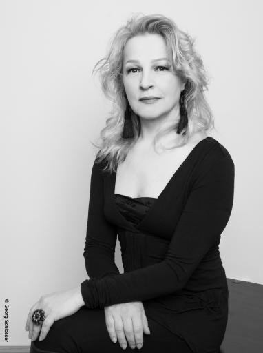 Kunst & Schönheit Portrait Gudrun Kampl mit Copyright